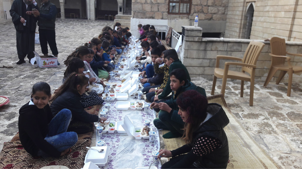Children dining during the TentED-sponsored trip to Lalish.